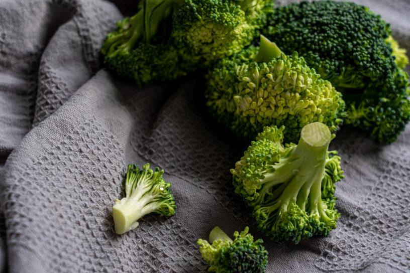 green broccoli on white textile 3722583